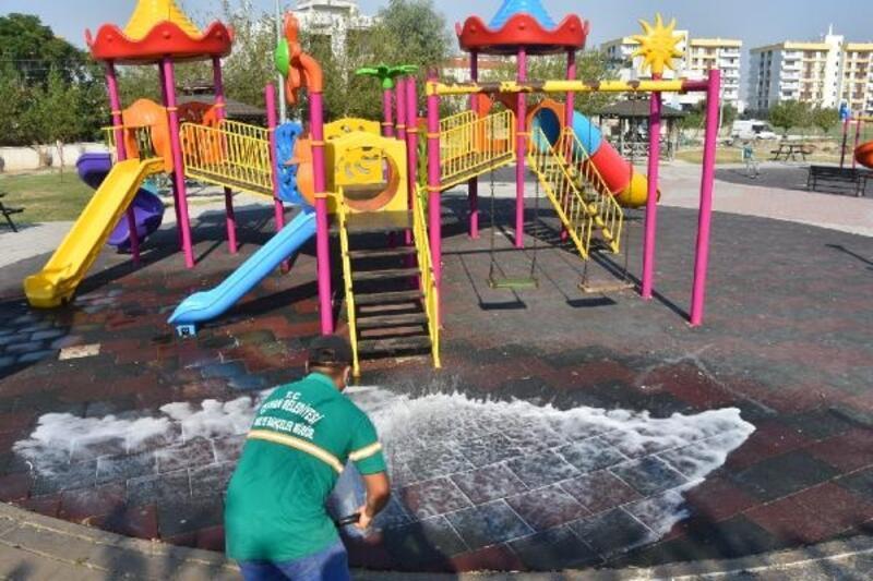 Ceyhan'da tüm parklar dezenfekte edildi