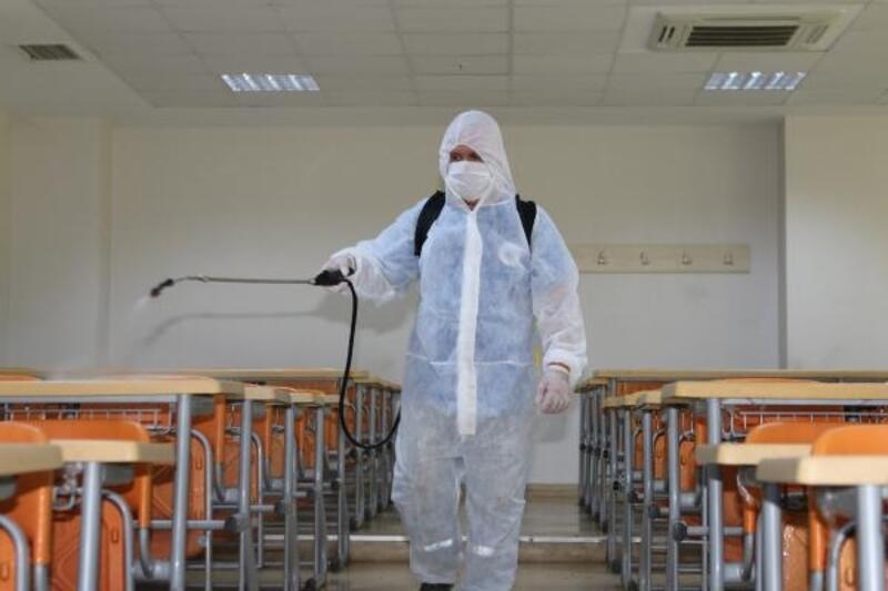 Büyükşehir, KPSS öncesi okulları dezenfekte ediyor