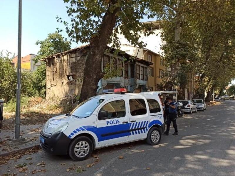 Çökme riski bulunan metruk bina endişe yarattı