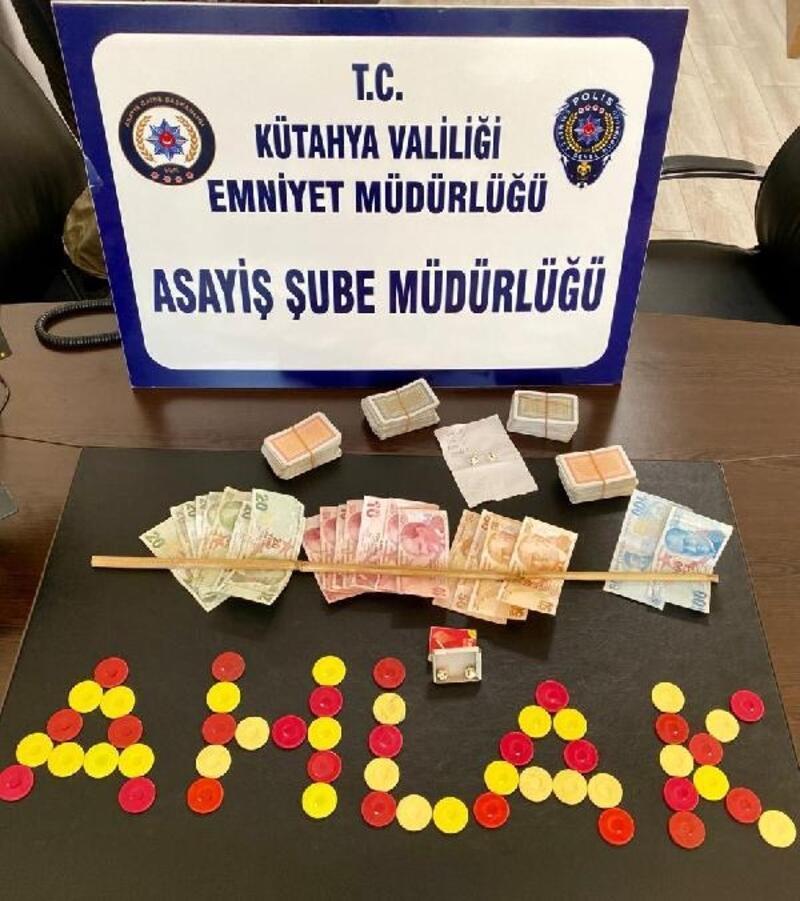 Kütahya'da 4 kişi kumar oynarken yakalandı