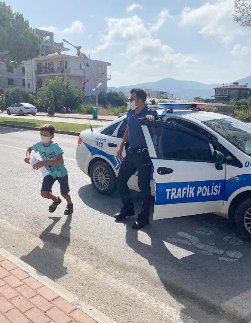 Kimliğini unutan öğrenciyi, sınava polis yetiştirdi