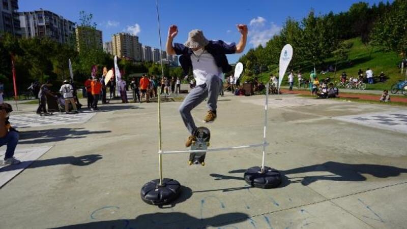 Başakşehir Sular Vadisi'nde gençlerden kaykay şov