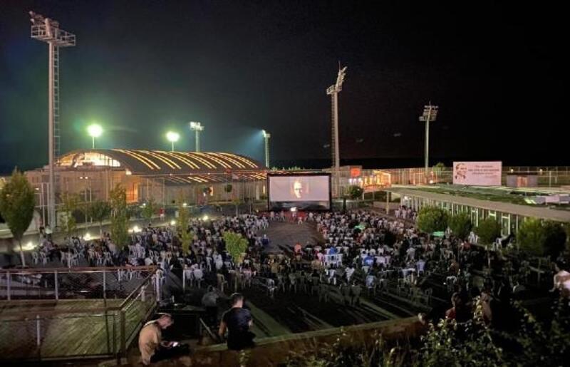 Lüleburgaz'da açık havada sinema etkinliğini 2 bin kişi izledi
