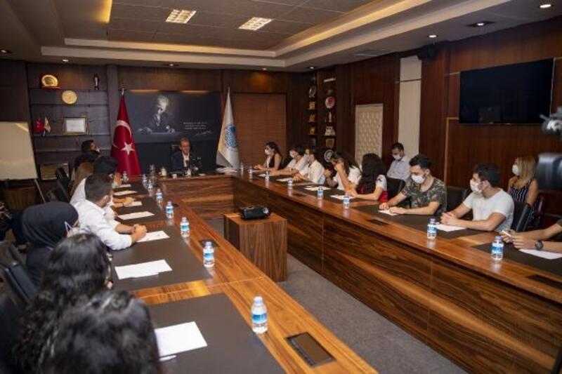 Üniversiteye yerleşen kurs merkezi öğrencilerinden Başkan Seçer'e ziyaret