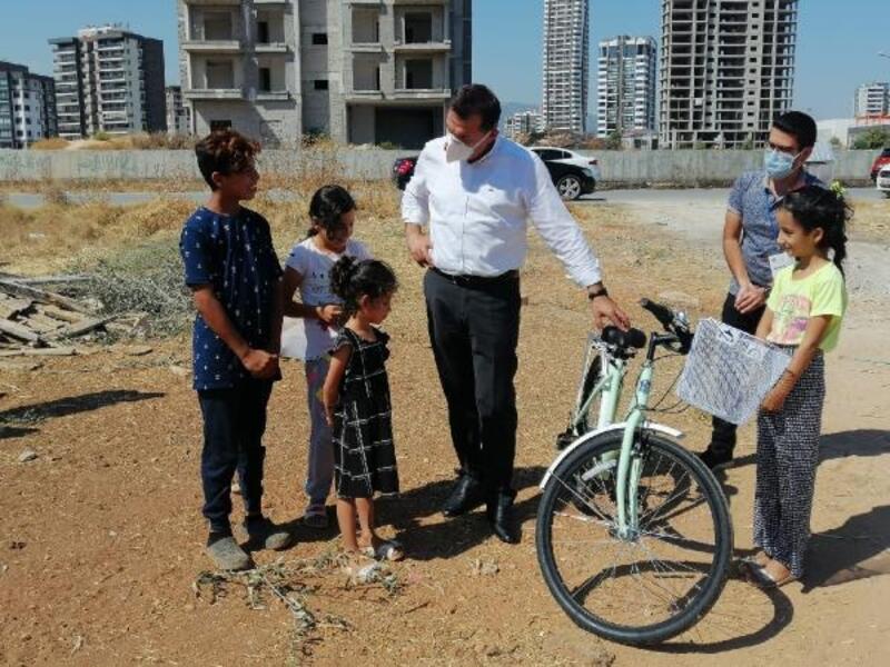 Minik Esmanur bisiklet istedi, belediye başkanı kapısına getirdi