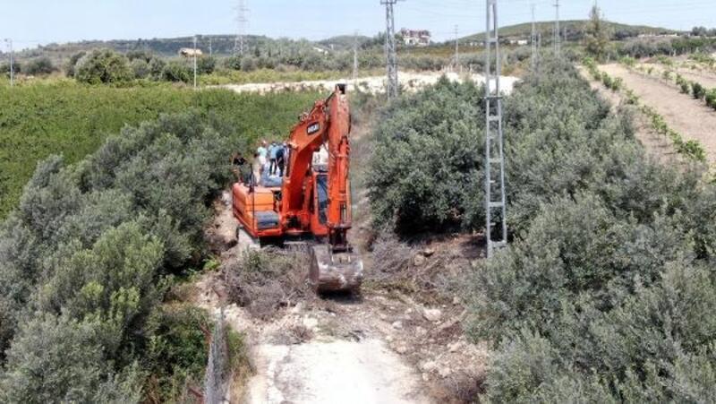Akdeniz Belediyesi, çöken yolu yenileyip güçlendiriyor