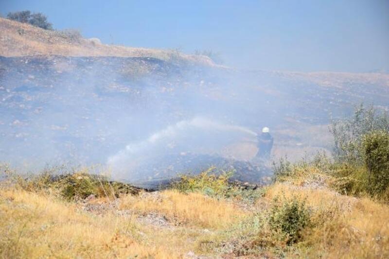 Kumluca'da ot yangını