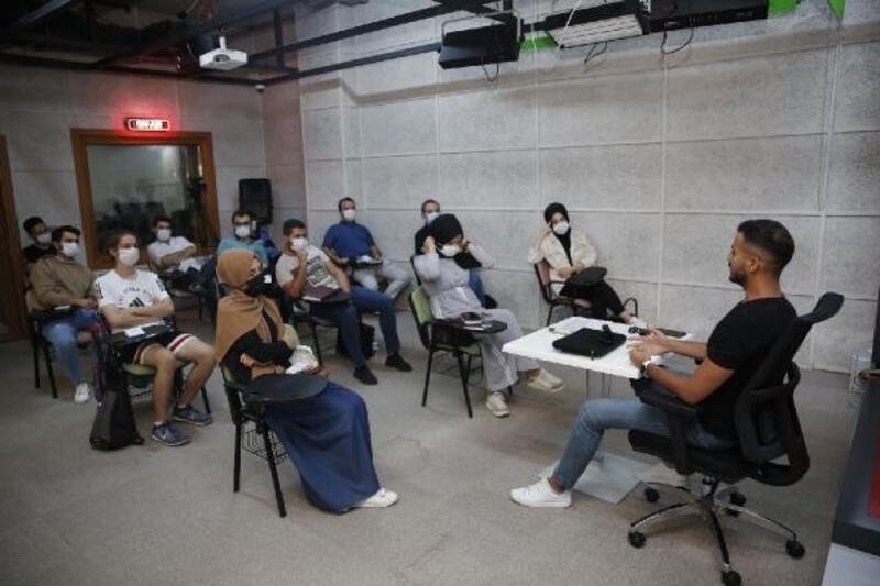 Radyo Başakşehir kapılarını genç radyoculara açtı