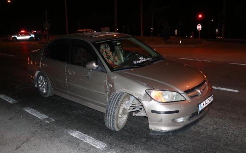 Kırmızı ışıkta bekleyen araçlara çarptı