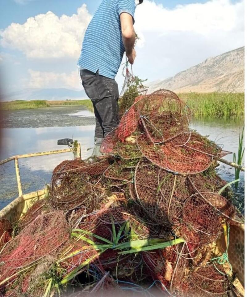 Karamık Gölü'nden 650 pinter toplandı