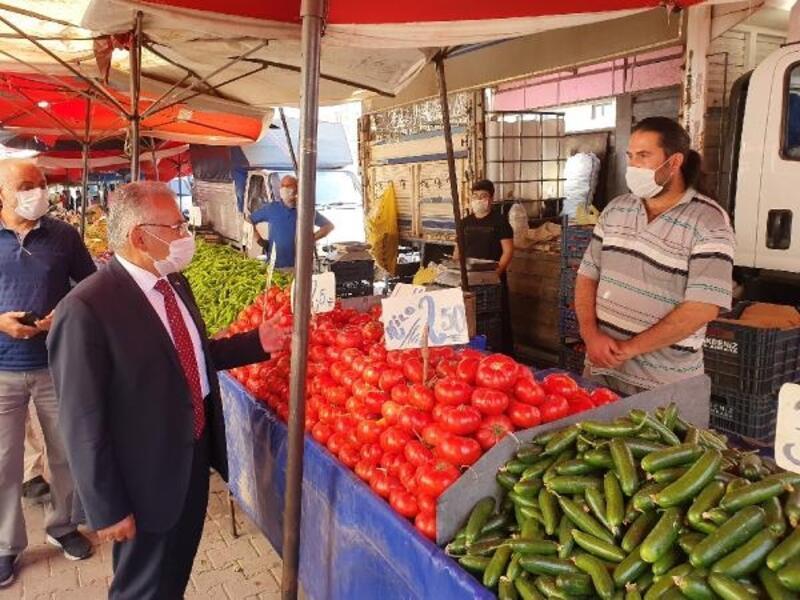 Başkan Büyükkılıç, semt pazarında maske denetimi yaptı