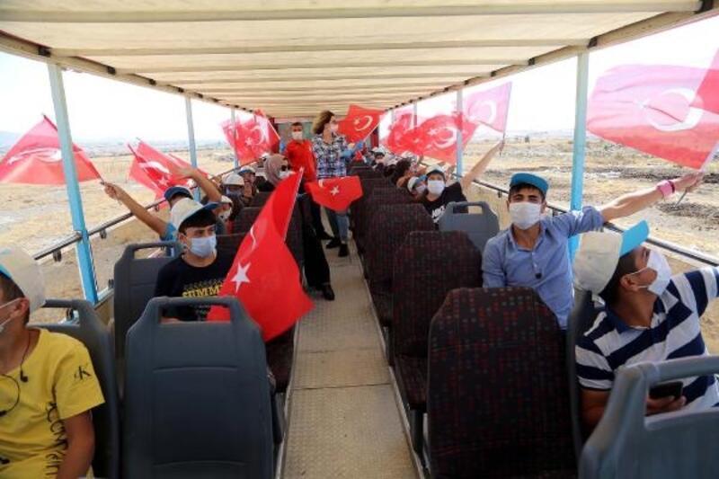 Başkan Yalçın'dan tarlada çalışan çocuklara Talas gezisi