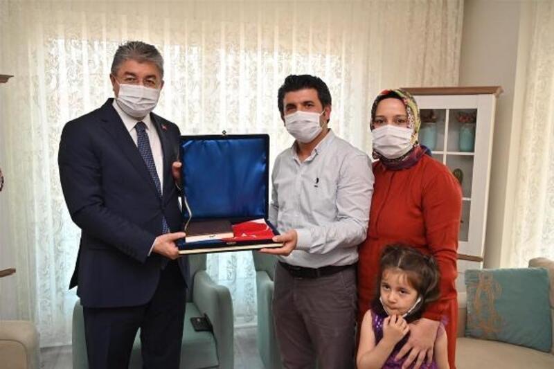 Vali Yılmaz'dan, gazi polis ve ailesine ziyaret