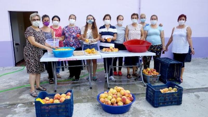 Mezitli Üretici Kadın Kooperatifi üyelerinden şeftali kompostosu