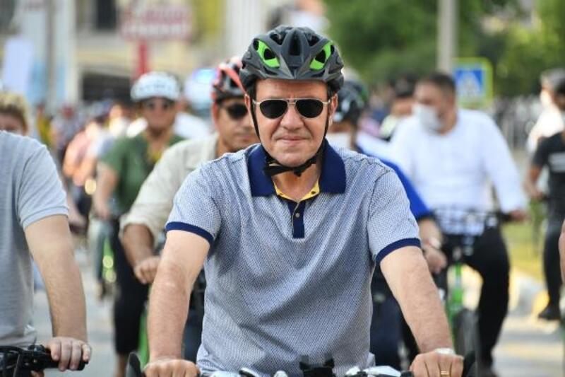 Başkan Seçer, Tarsus'ta pedal çevirdi