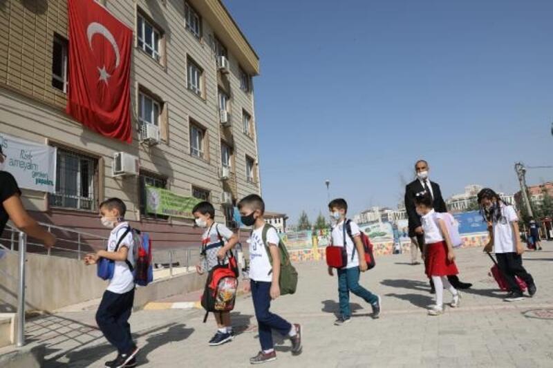 Mardin'de ilk ders zili çaldı