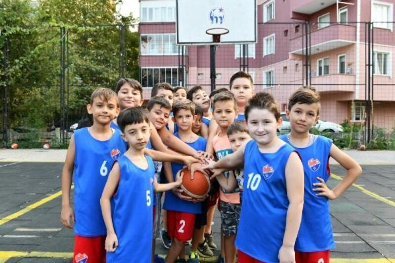 Mustafakemalpaşa'da minik basketbolculara sertifika verildi