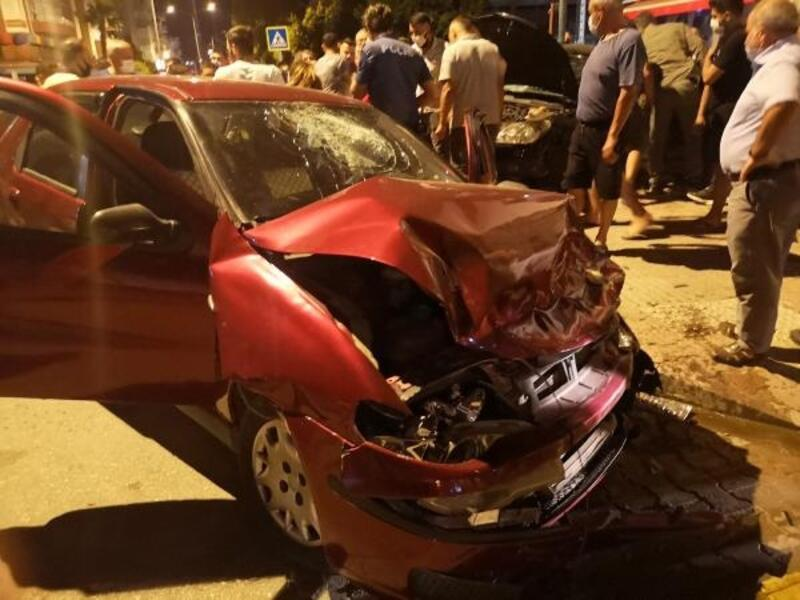 Finike'de kaza: 4 yaralı