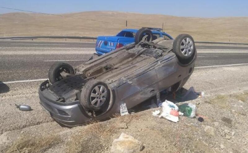 Gürün'de devrilen otomobilin sürücüsü yaralandı