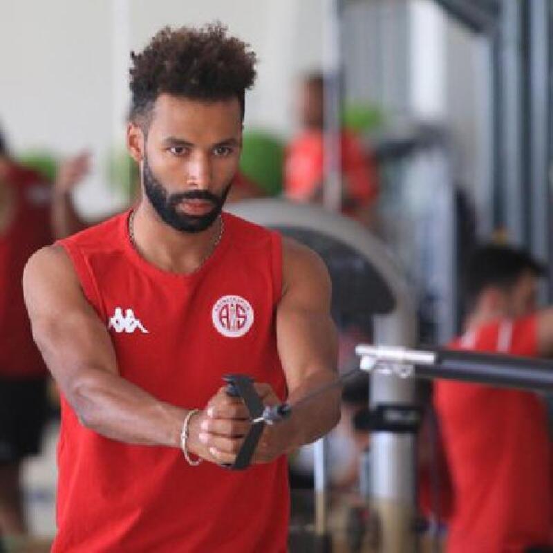 Antalyaspor'dan Nazım'a kliple veda