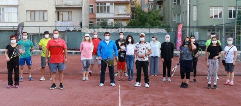 Burdur'da tenis turnuvası başladı