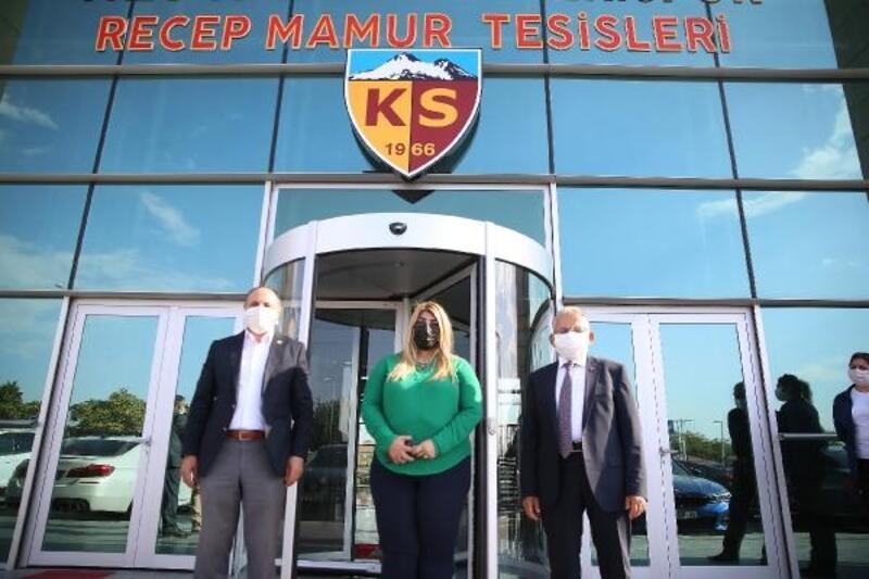 Başkan Büyükkılıç ve Milletvekili Karayel'den Kayserispor'a ziyaret