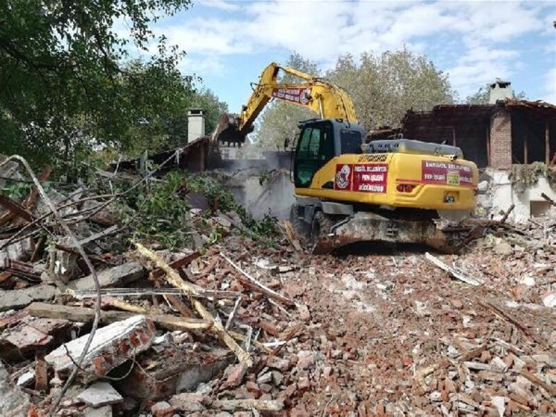 İnegöl'de 3 kaçak yapı yıkıldı