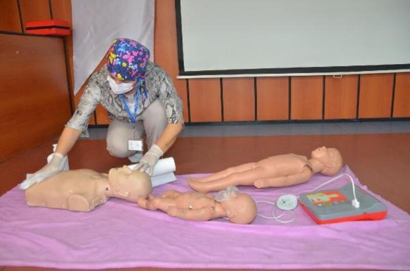 Bursa'da ilk yardım eğitmenlerine OED eğitimi