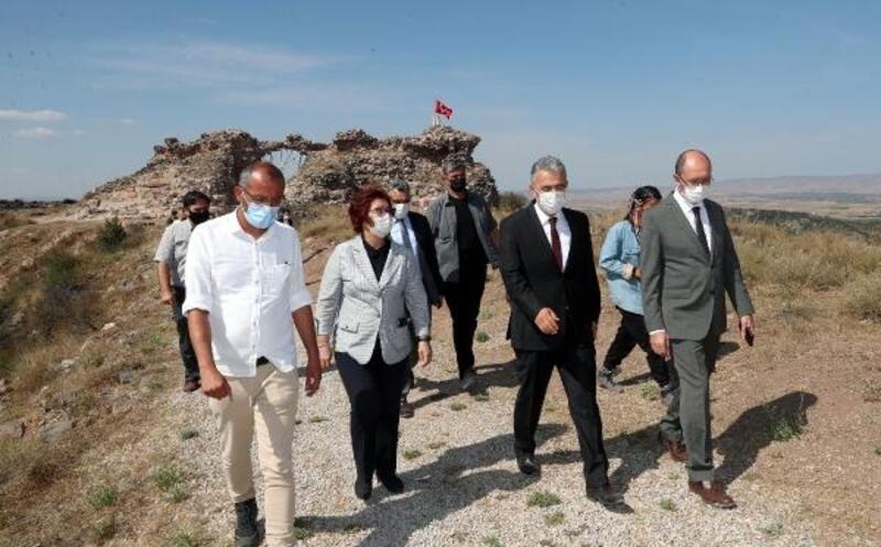 Vali Ayyıldız, Karacahisar Kalesi arkeolojik kazı çalışmalarını inceledi