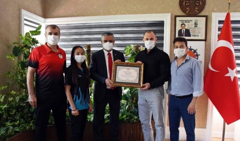 Şampiyon karateciden Başkan Topaloğlu'na ziyaret