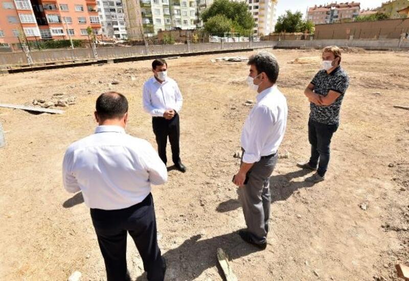 Karatay Belediyesinden 30 okula halı saha