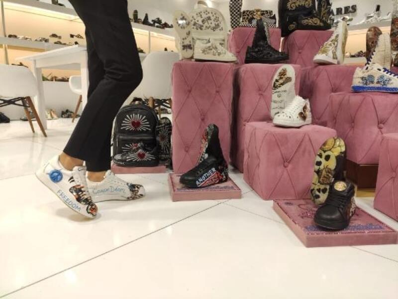 Fuarın 500 farklı desenli ve 'en hafif' ayakkabıları
