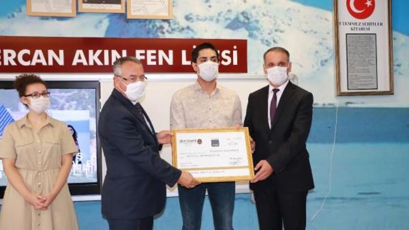 Burdur'da başarılı öğrenciler ödüllendirildi