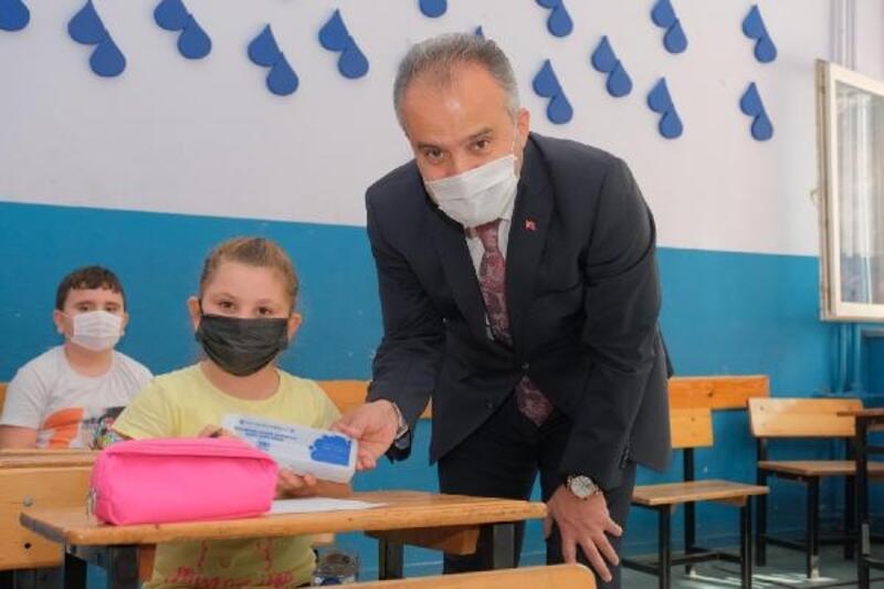 Bursa Büyükşehir Belediyesi'nden öğrencilere hijyen seti