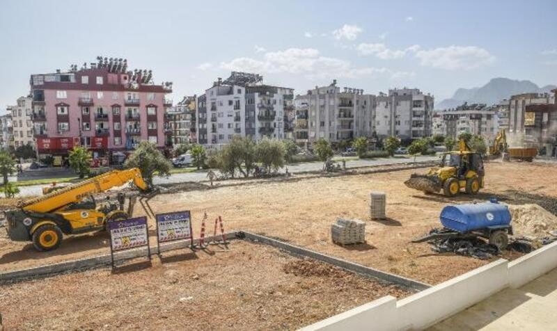 Kepez Ünsal'a spor sahalı yeşil alan yapılıyor