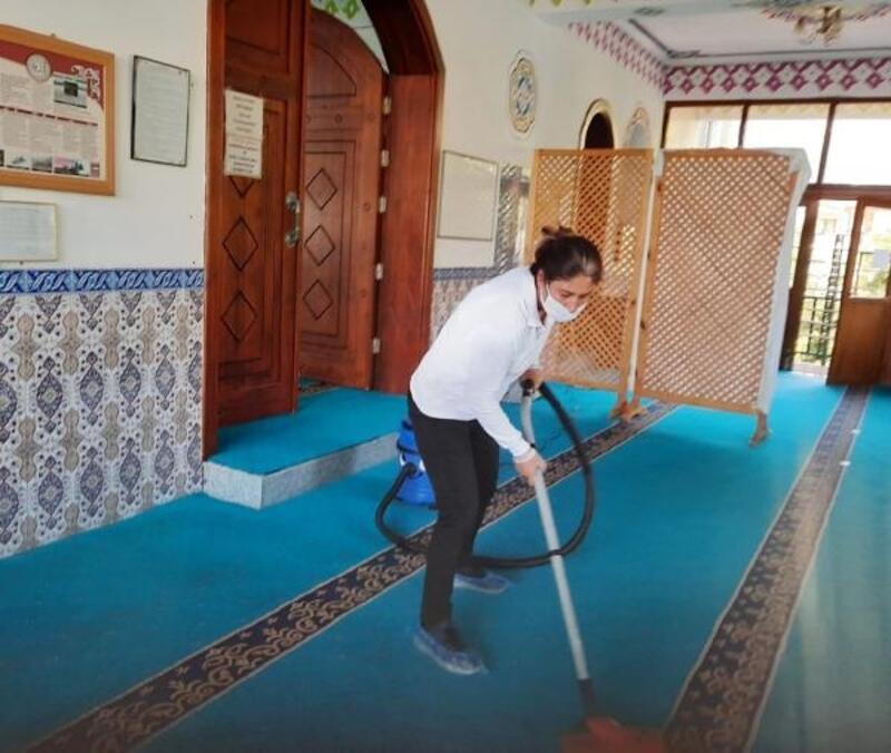 Kemer Belediyesi'nden camilerde temizlik