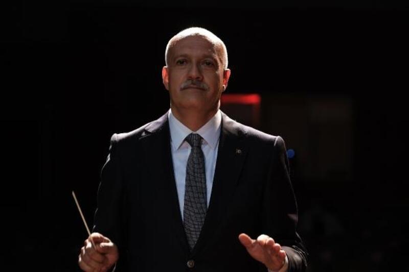Üniversitenin online açılış töreninde orkestrayı rektör yönetti