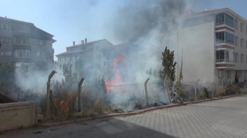 Kırşehir'de boş arazide yangın