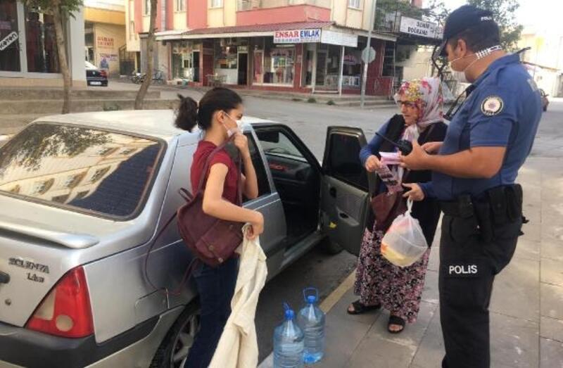 Polisten aile içi ve kadın şiddetiyle mücadele broşürü
