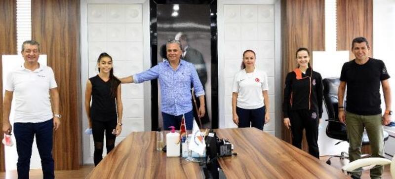 14 yaşındaki Işıl, Muratpaşa'nın milli gururu oldu