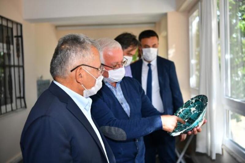 Başkan Büyükkılıç, Keykubadiye Sarayı'ndaki kazı çalışmalarını inceledi