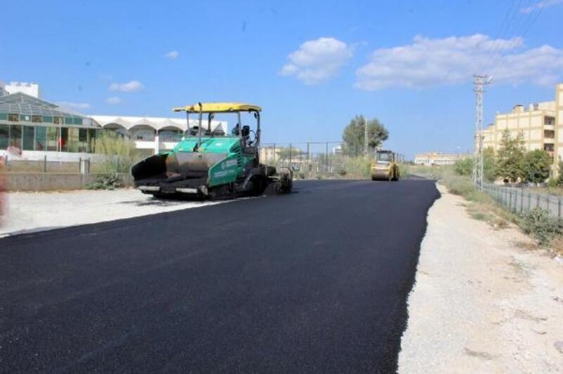 Seyhan'da asfalt çalışmaları devam ediyor