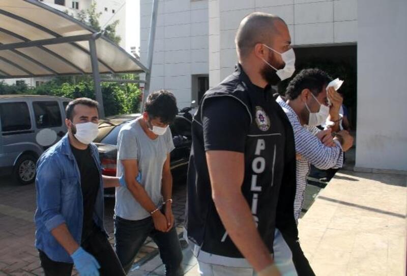 Uyuşturucu tacirleri polisin takibiyle yakalandı