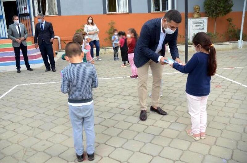 Kuşadası Belediyesi'nden okullara 5 bin hikaye kitabı