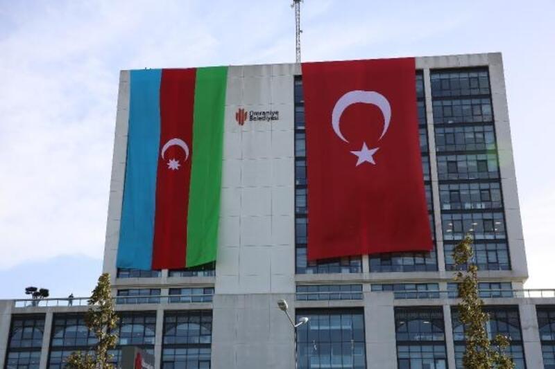 Belediyeden Azerbaycan'a bayraklı destek