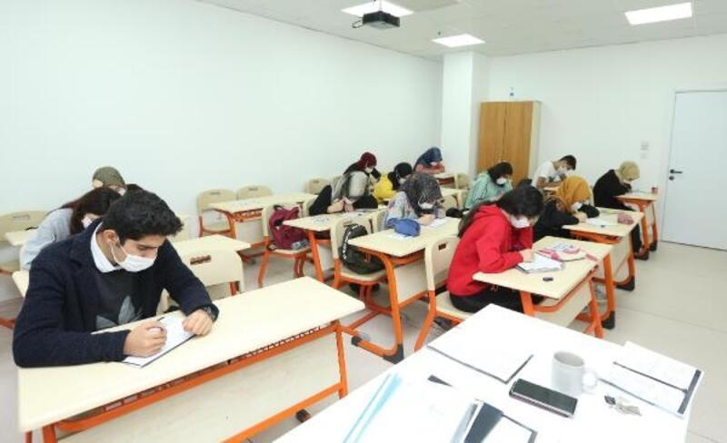 Çayırova'da üniversiteye hazırlık kursları başladı