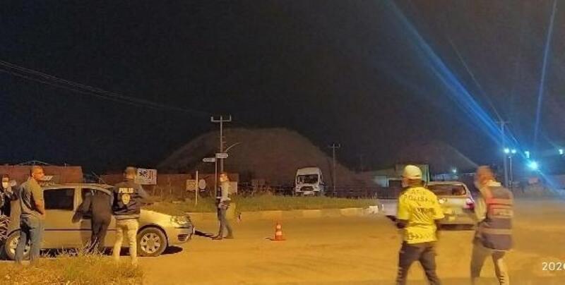 Turgutlu'daki asayiş denetiminde yakalanan çeşitli suçlardan aranan 2 kişi tutulandı