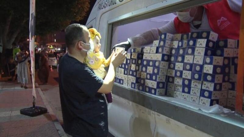 Mersin'de 21 camide 25 bin kandil simidi dağıtıldı