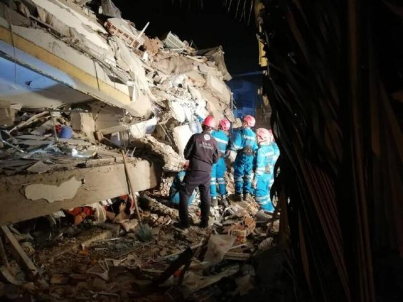 Bursa Büyükşehir Belediyesi, İzmir'e 20 kişilik yardım ve destek ekibi yolladı