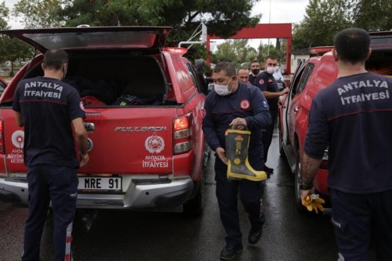 Antalya Büyükşehir Belediyesi ekipleri yaraları sarmak üzere yola çıktı